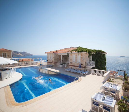 Capa Club Hotel: luxo sobre o azul mediterrânico na Turquia